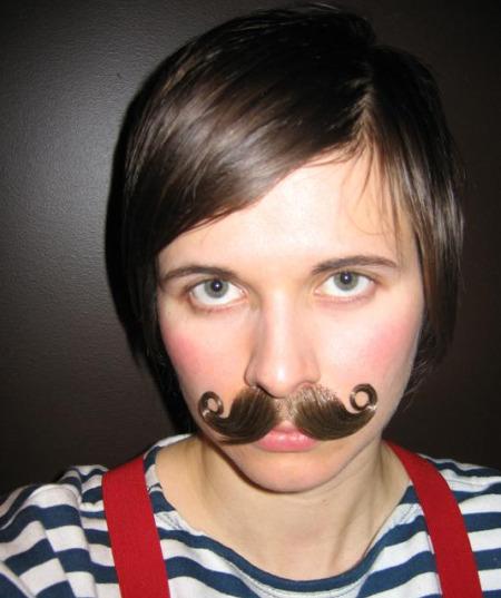 emy bigotes